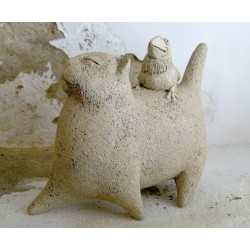 Skulptūra - katinas ir varniukas