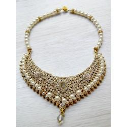 Prabangus kristalų vėrinys, dekoruotas kristalais bei perlais