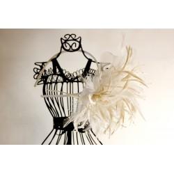 Rankų darbo lankelis, dekoruotas plunksnomis