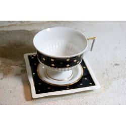 Rankų darbo porcelianinis puodelis