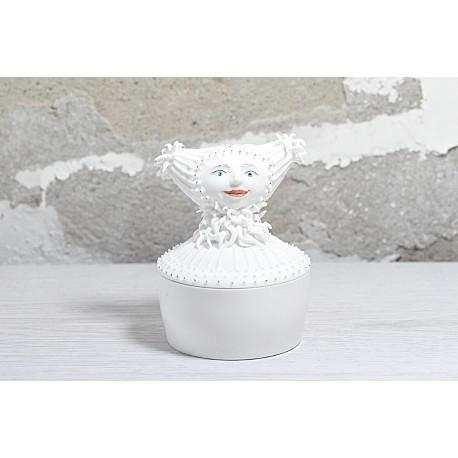 Porcelianinė dėžutė - mergytė pupytė