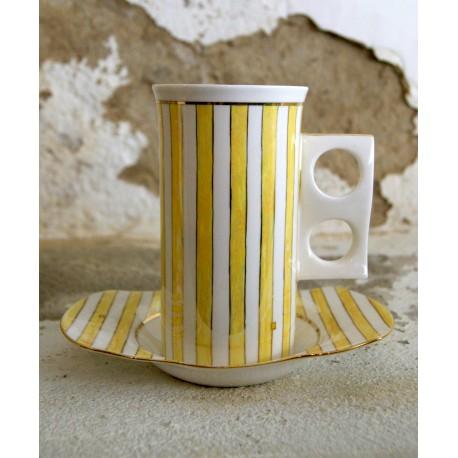 Porcelianinis rankų darbo puodelis
